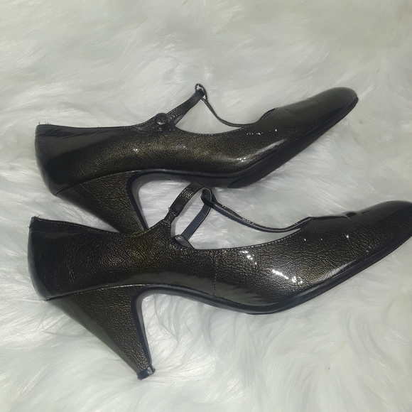 Me Too Shoes - Me Too Green Leather Gabi T-Strap Buckle Pump Shoe